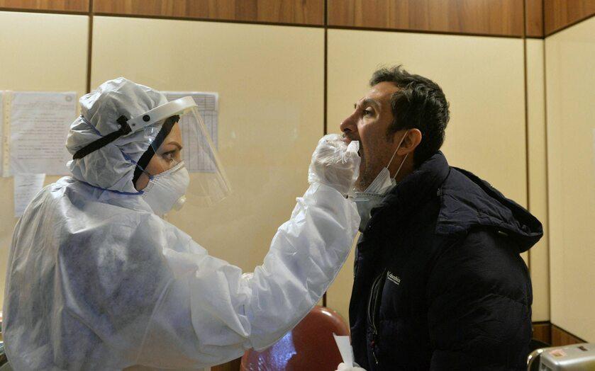 Pobieranie wymazu do testów na koronawirus
