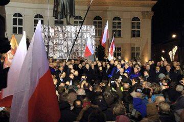Początek manifestacji Prawa i Sprawiedliwości (pl. Trzech Krzyży w Warszawie)