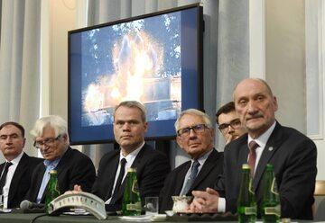 Podkomisja smoleńska przedstawia raport techniczny o przyczynach katastrofy