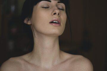 Podniecona kobieta