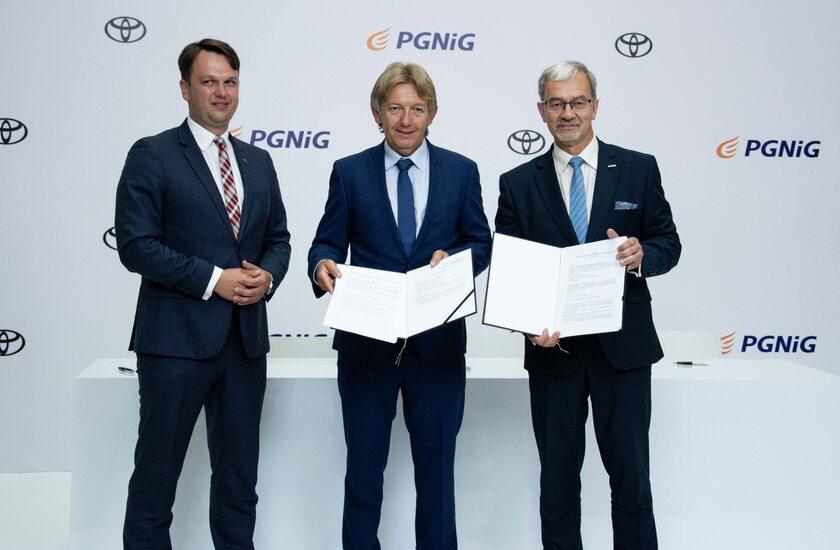 Podpisanie umowy PGNiG z Toyotą