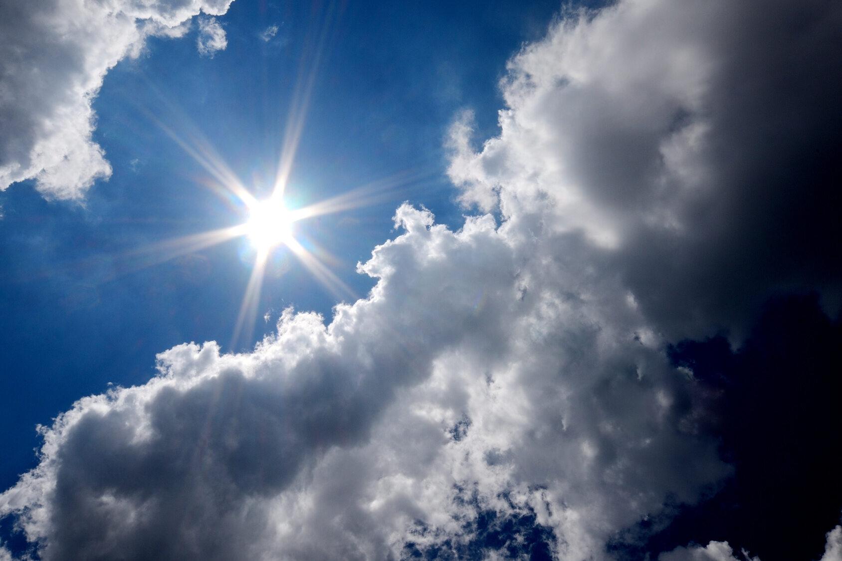 Pogoda, słońce, chmury, zdjęcie ilustracyjne