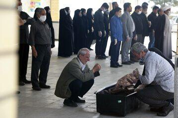 Pogrzeb w czasach koronawirusa w Iranie