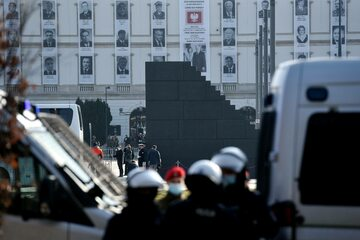Policja podczas obchodów 11. rocznicy katastrofy smoleńskiej