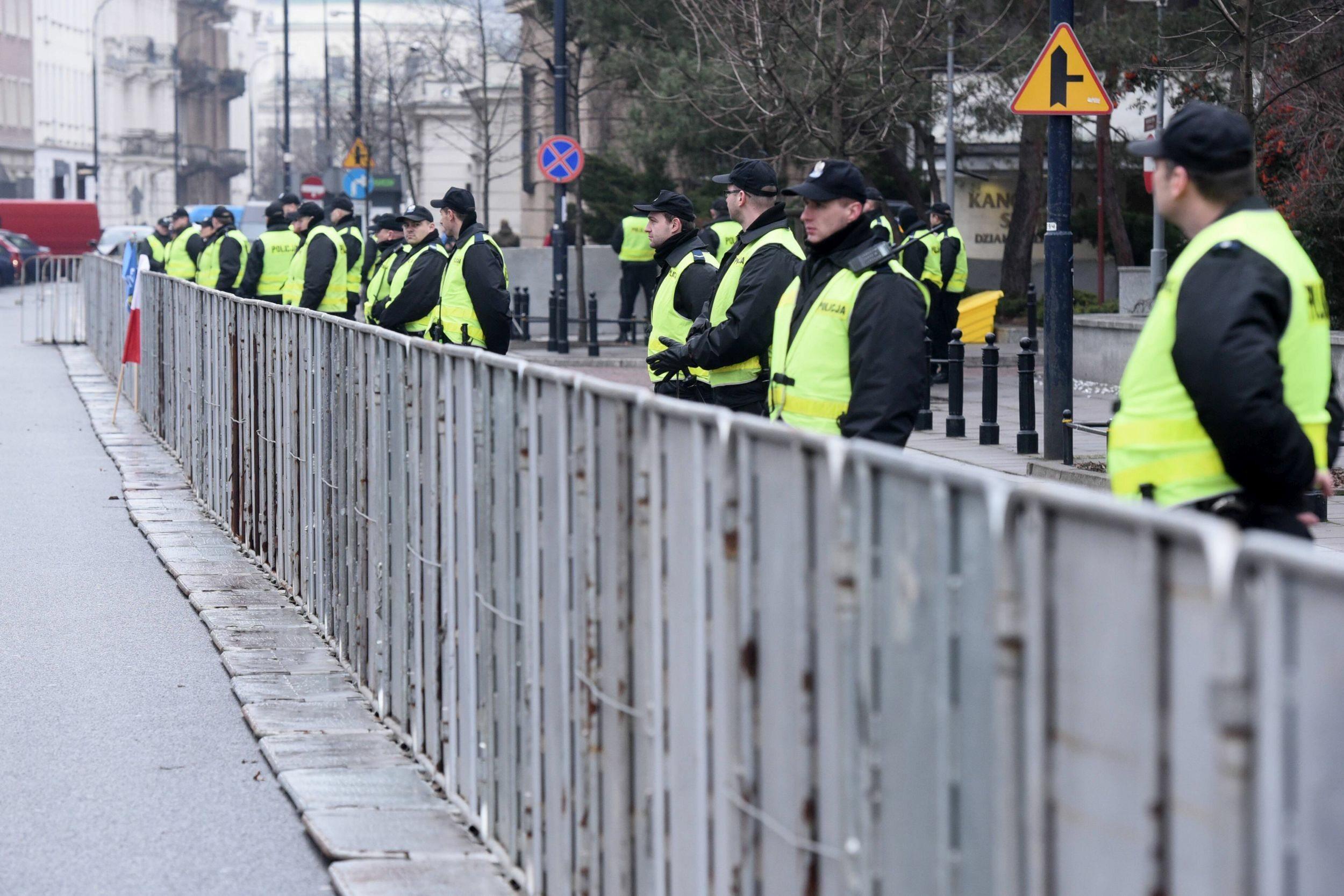 Policja przed Sejmem, 19 grudnia