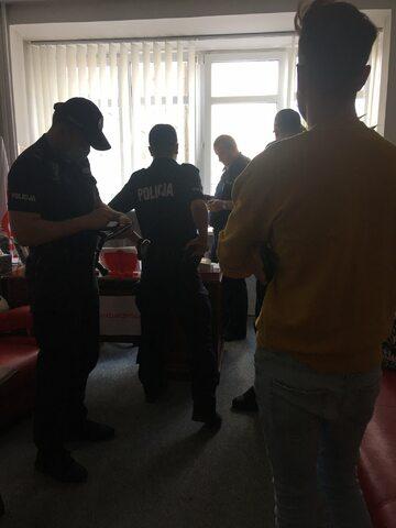 Policja w siedzibie SLD