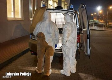 Policjanci, którzy zatrzymali 51-latkę