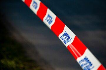 Policyjna taśma w miejscu zbrodni, zdjęcie ilustracyjne