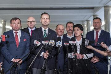 Politycy klubu PSL-Koalicja Polska (w środku Marek Sawicki)