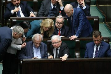 Politycy PiS w ławach sejmowych
