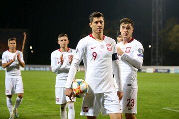 Polscy piłkarze po wygranym meczu z Łotwą