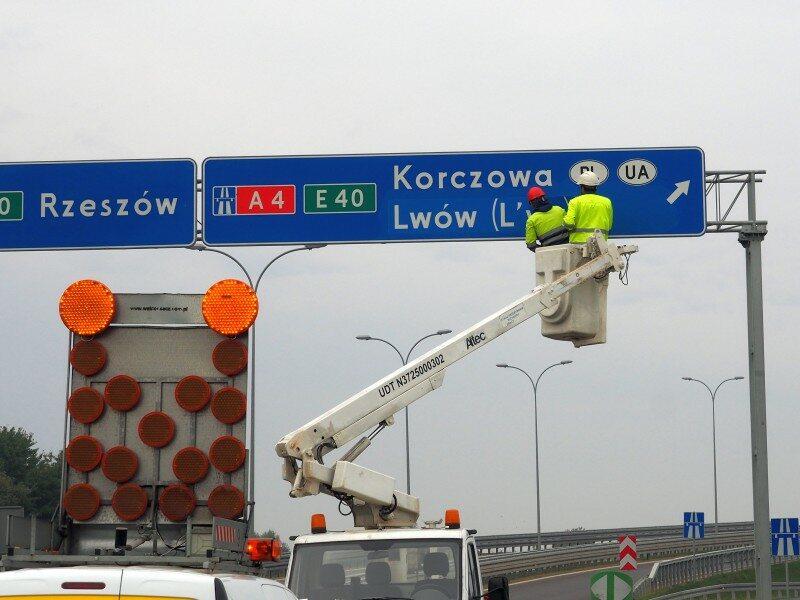 Polskie nazwy zagranicznych miast na znakach drogowych