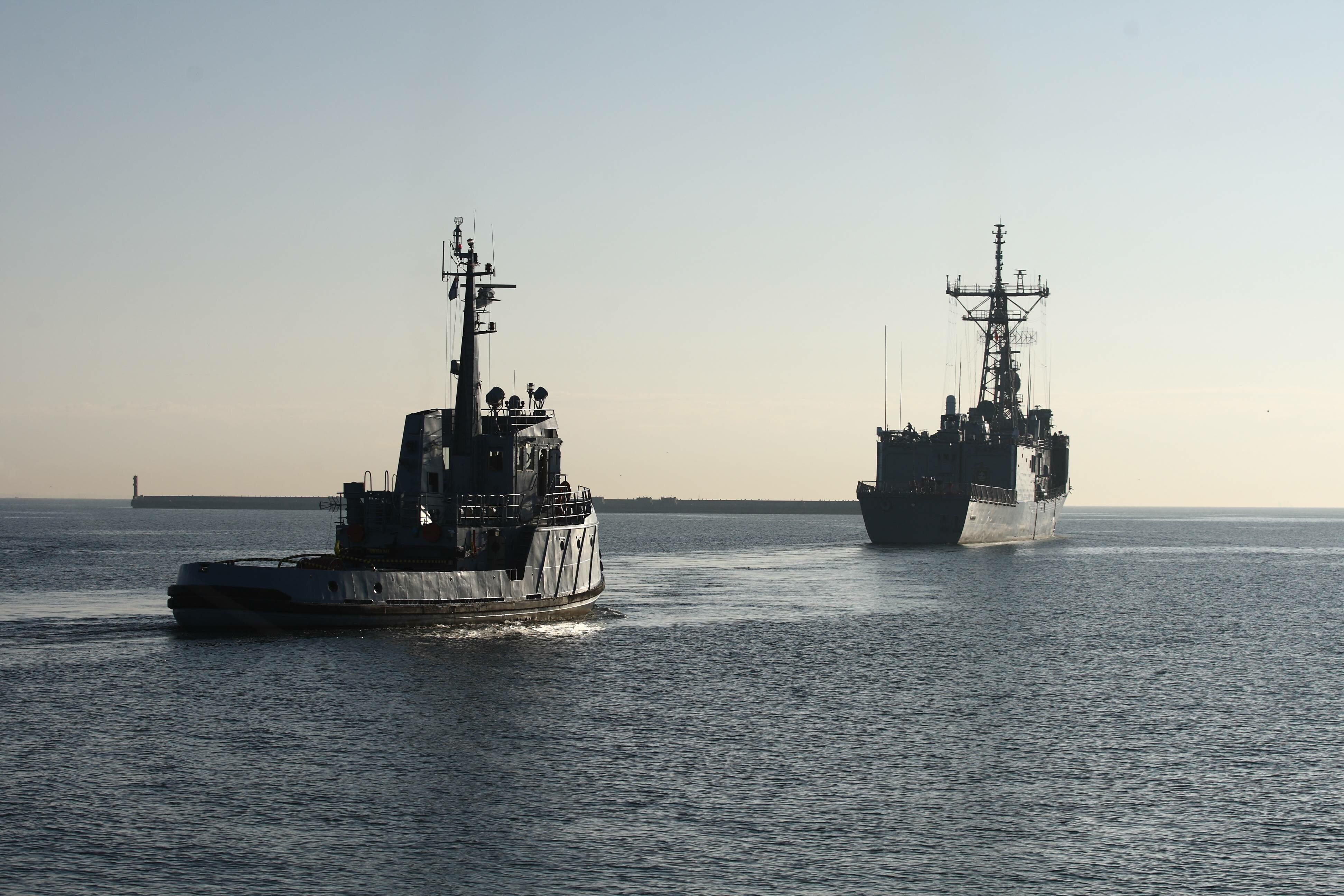 Polskie okręty wypływające z portu na manewry Anakonda-14
