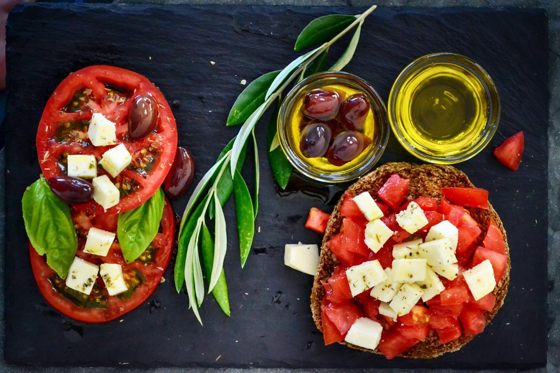 Pomidory, oliwa, feta