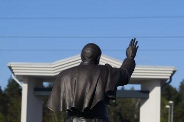 Pomnik Jana Pawła II w Toruniu