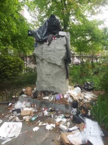 Pomnik ks. Popiełuszki na Greenpoincie w Nowym Jorku