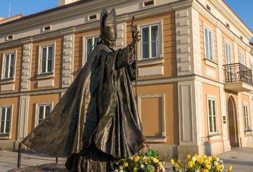 Pomnik papieża Jana Pawła II w Wadowicach