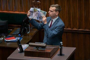 Poseł Konfederacji Jakub Kulesza podczas debaty nad wprowadzeniem stanu wyjątkowego