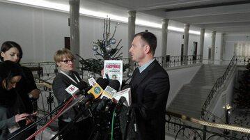 Poseł Sławomir Nitras podczas konferencji prasowej