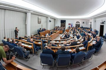 Posiedzenie Senatu w sprawie prezydenckiego referendum