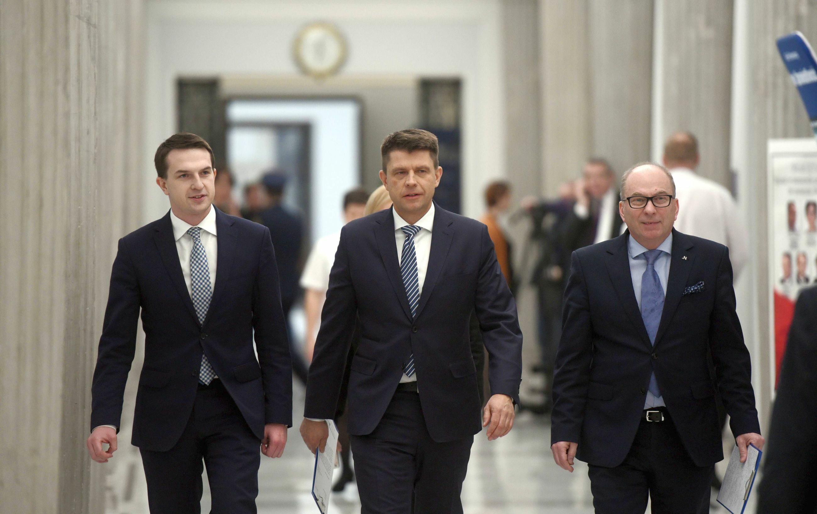 Posłowie Nowoczesnej, od lewej: Paweł Szłapka, Ryszard Petru, Jerzy Meysztowicz