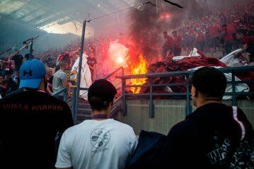 Pożar na trybunie podczas meczu Wisła Kraków-Lech Poznań
