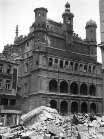 Poznański ratusz zniszczony w wyniku walk
