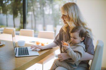 Praca zdalna połączona z opieką nad dzieckiem