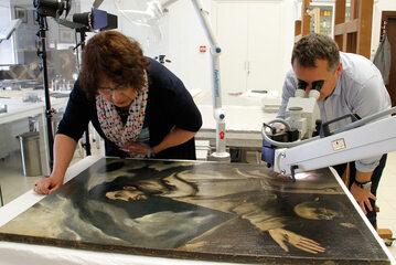 """Prace konserwatorskie przy obrazie """"Ekstaza Św. Franciszka"""" El Greco"""