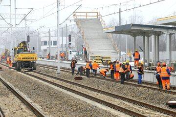Prace wykończeniowe na stacji Warszawa Główna