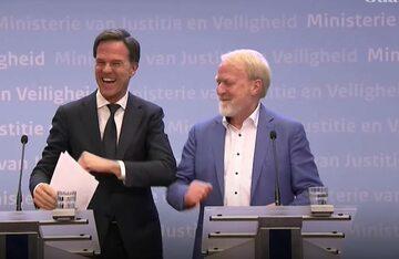 Premier Holandii Mark Rutte (z lewej)