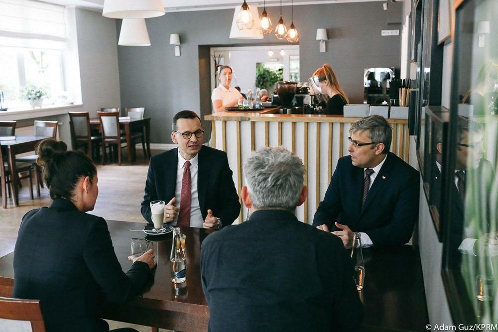 Premier Mateusz Morawiecki w kawiarni w Gliwicach