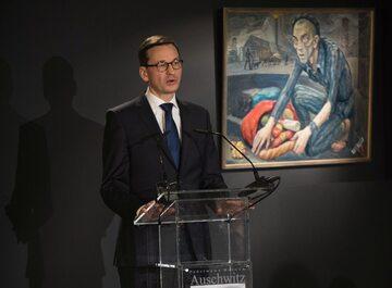 Premier Mateusz Morawiecki w trakcie przemówienia z okazji 73. rocznicy wyzwolenia Auschwitz