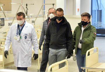 Premier, minister zdrowia, szef KPRM w Szpitalu Narodowym
