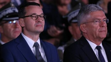 Premier Morawiecki i marszałek Karczewski na uroczystościach na Westerplatte