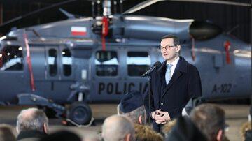 Premier na uroczystości przekazania śmigłowców policji