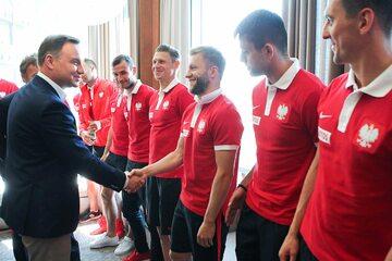 Prezydent Andrzej Duda gratuluje polskim piłkarzom awansu na mundial