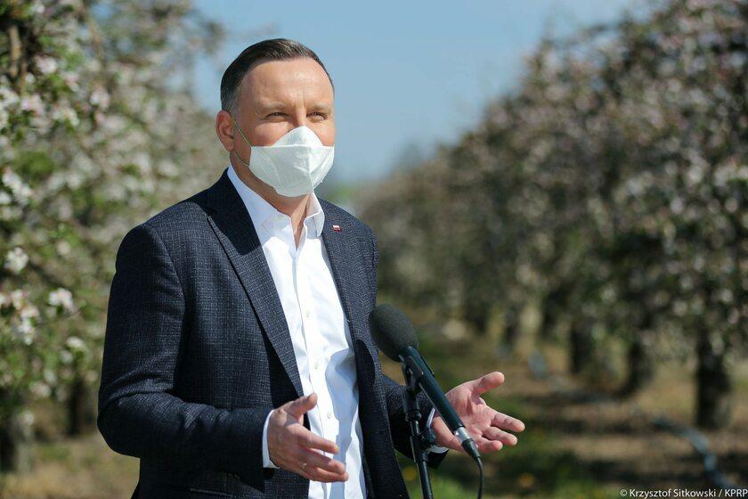Prezydent Andrzej Duda w maseczce ochronnej