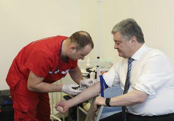 Prezydent Poroszenko podczas badań na obecność substancji psychoaktywnych we krwi
