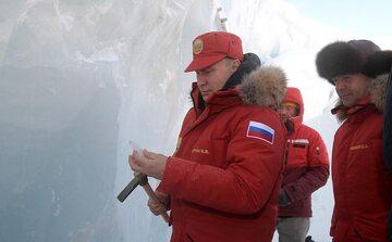 Prezydent Rosji Władimir Putin podczas wizyty na archipelagu Ziemi Franciszka Józefa