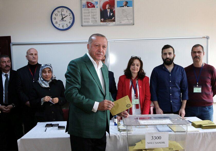 Prezydent Turcji podczas głosowania w wyborach