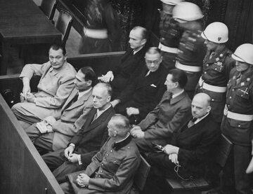 Proces głównych zbrodniarzy wojennych w Norymberdze. Pierwszy od lewej Herman Goering
