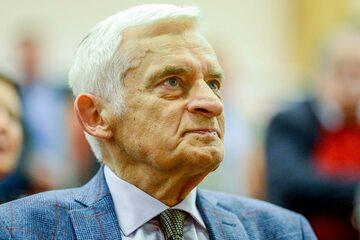 """Prof. Jerzy Buzek podczas konferencji """"Łódzkie. Europa"""" w grudniu 2019 r."""