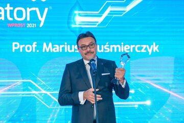 Prof. Mariusz Kuśmierczyk z nagrodą Innowatory 2021 w kategorii Osobowość