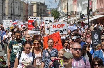 Protest antyszczepionkowców w Warszawie w 2020 roku