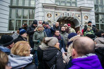 Protest frankowiczów na Długim Targu w Gdańsku