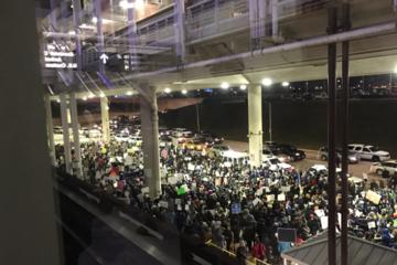Protest na lotnisku w Chicago