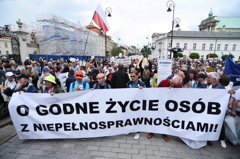 Protest osób niepełnosprawnych w Warszawie