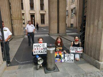 Protest przed siedzibą MEN