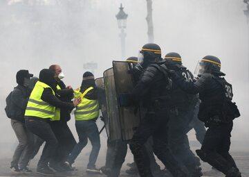 Protest w Paryżu, starcia z policją